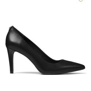 MMK Dorothy Black Leather Pointed Toe Pumps/Heels